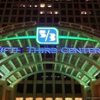 The Fifth Third Center at 222 South Riverside Plaza