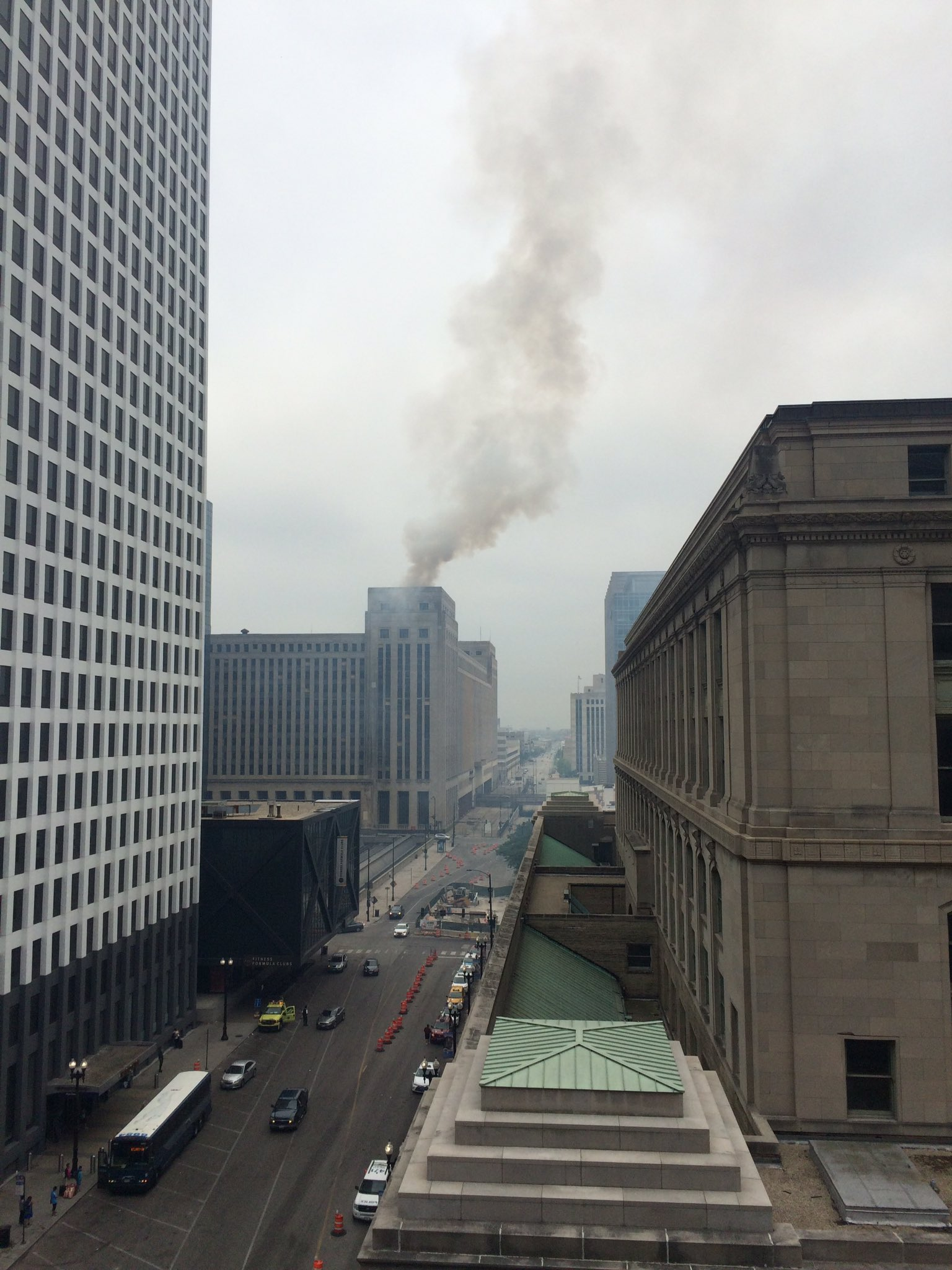 Fire at the Old Post Office (by Jeff Carlson/@car_jaq — https://twitter.com/car_jaq/status/749977511853907968)