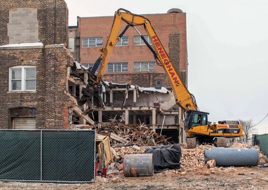 The ADM flour mill at 1300 West Carroll Avenue being demolished on February 11, 2021. (Courtesy of YoChicago!)